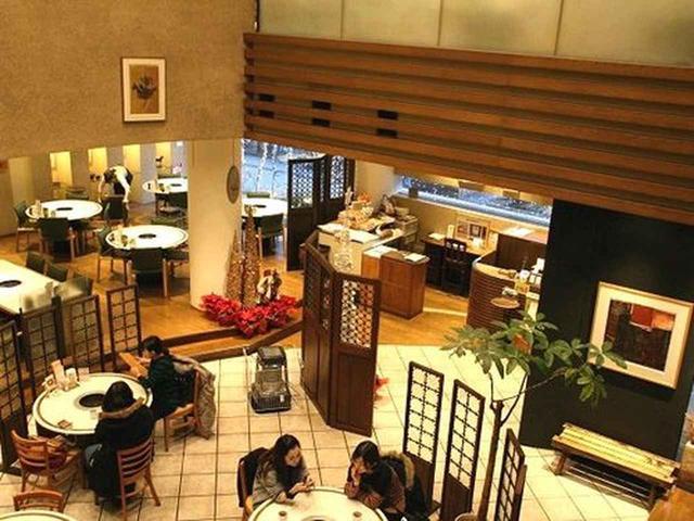 画像: 「ぴょんぴょん舎」は岩手を中心に宮城、関東に計13店舗。盛岡駅前店は1,2階が個人客、3階が個人客と団体観光客の予約席という大所帯。