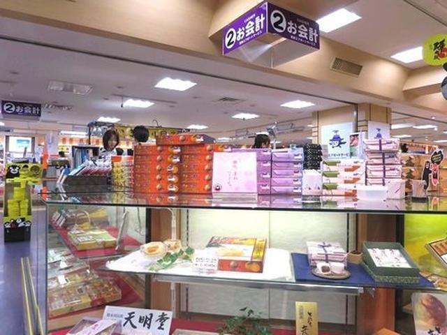 画像: 今回は熊本空港2階にある「熊本エアポートサービス」さんにお邪魔しました。さまざまなお土産がめじろおし!