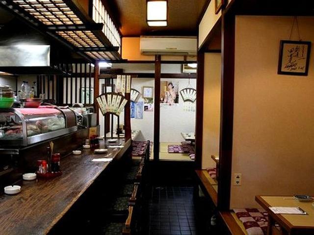 画像: 店内も「The 居酒屋」といった感じで、カウンター&小上がりで昭和的な良さを感じます。