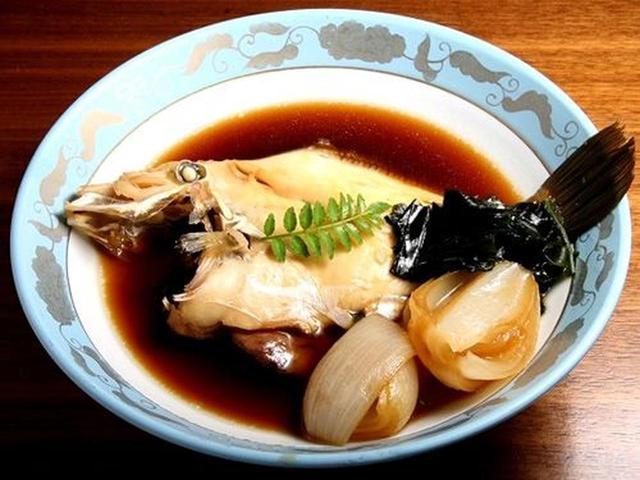 画像: 地魚のコースは3,500円~。これは、かわはぎの煮付けです。特に鮮度で勝負。素材の良さを引き出すため、味付けは薄味にしています。
