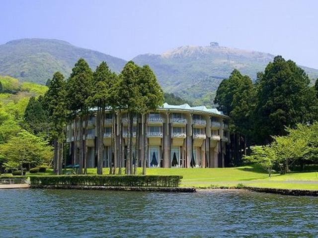 画像: 芦ノ湖畔や箱根の山々に抱かれた自然と調和したホテルです。ここでしか体験できないゆったりとした癒しのときが楽しめます。