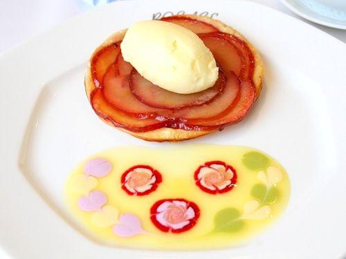 画像: 「ロザージュ伝統のあつあつりんごパイ ~バニラアイス添え~」。一番人気のりんごパイです。