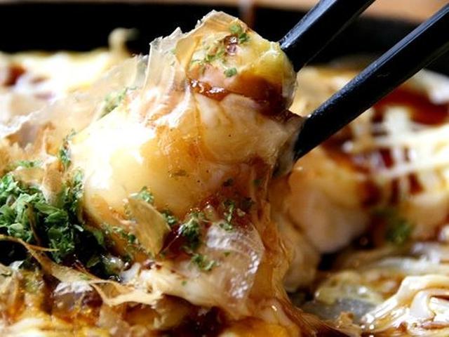 画像: ぷるんとした爽やかな風味の豆腐と、上品な甘さのソース、そして花がつお、青のりなどが合いますね。