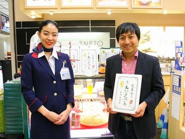 画像: 「京九条ねぎえびせん」。JA全農京都推奨九条ねぎを使用する一品。二度熟成という手法で、11日かけて熟成して作るえびせんべい。