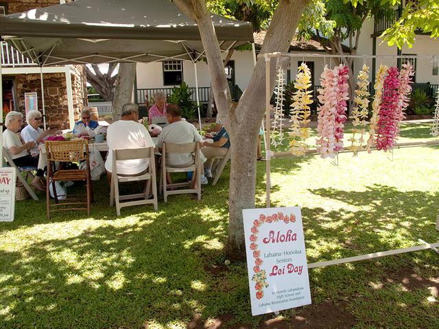 画像: 手づくりのレイを販売するアロハ レイ デイ(Aloha Lei Day)の様子
