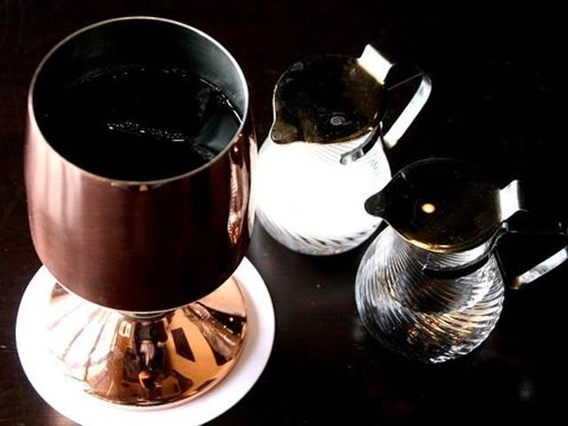 画像: 「水出しアイス珈琲」。コーヒー豆は岩下珈琲から仕入れているそう。インドネシアのジャワ島の豆を5種類使用しています。