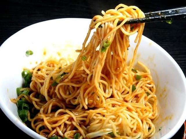 画像: 「汁なし担々麺」。辛さは小、中、大、激から選べます。少し残して最後にごはんと合わせれば、さらに楽しめますねー!