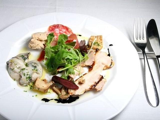 画像: ディナーは、4,500円、6,000円、その他、オーダーで、変えることも可能。こちらは「前菜盛り合わせ」。