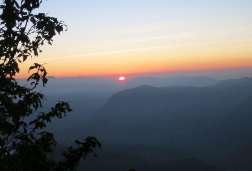 画像: スリー・パーダからのぞむ日の出