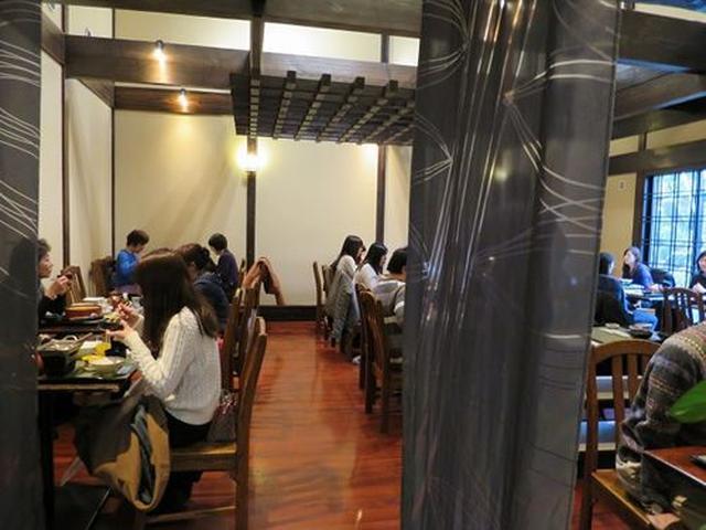 画像: 日本料理出身の初代、田村音松氏がスタート。現在は息子である2代目の田村洋一氏を中心に、スタッフが切り盛りなさっています。