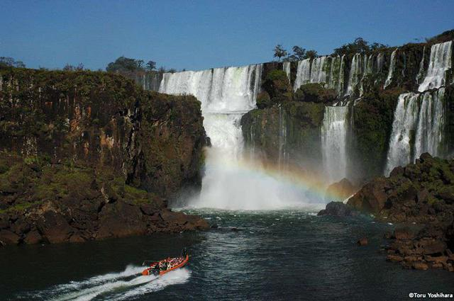 画像: 世界最大級の滝「イグアスの滝」