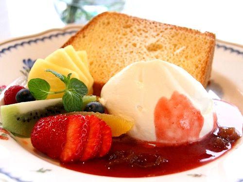画像: 「シフォンケーキ」も大評判。果物は季節によって変わります。例えばストロベリー、キウイ、ブルーベリーなど。
