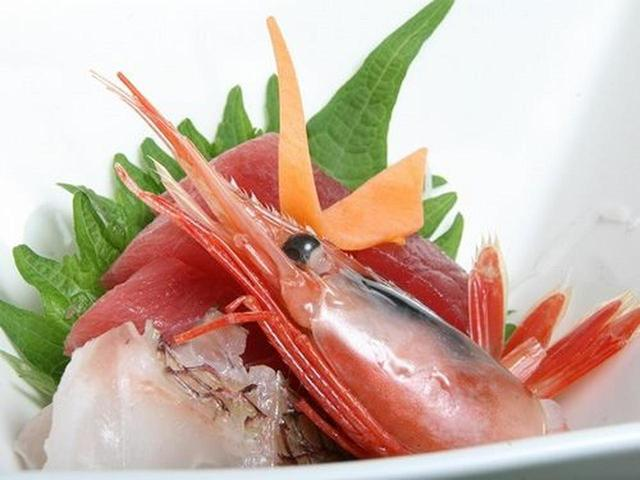 画像: 甘エビやまぐろ、鯛などのお刺身。