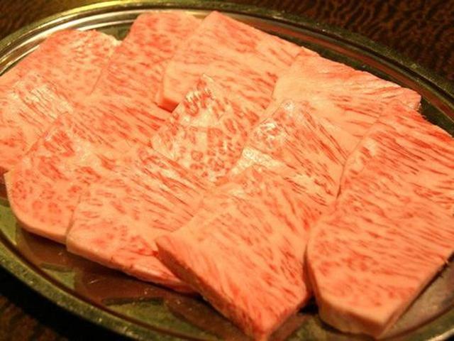 """画像: 特選上ロース(数量限定)。淡路牛はサシが細かくて、脂が甘いのが特徴。まさに""""逸品""""の名が相応しい。"""