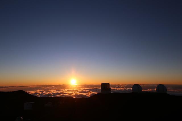 画像: 山頂からのサンセット 写真提供:マサシのネイチャースクール