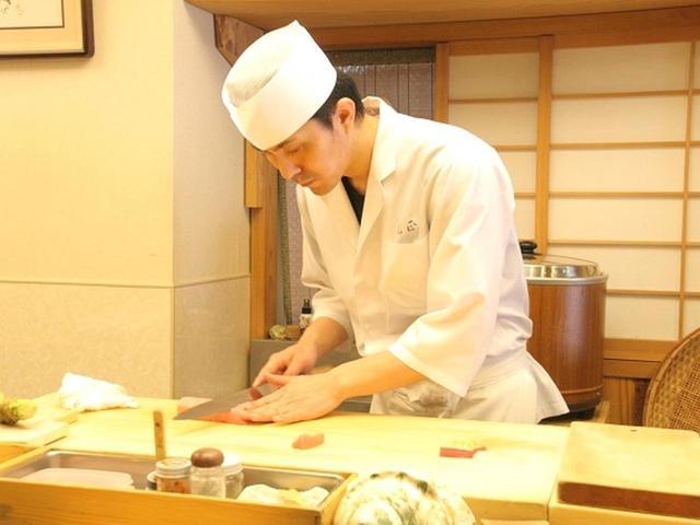 画像: 学校を卒業後、徳之島から鹿児島市内へ来た『寿司割烹 光正』の原辰徳さんは、小学生の頃から将来の夢が「板前」だったそう。