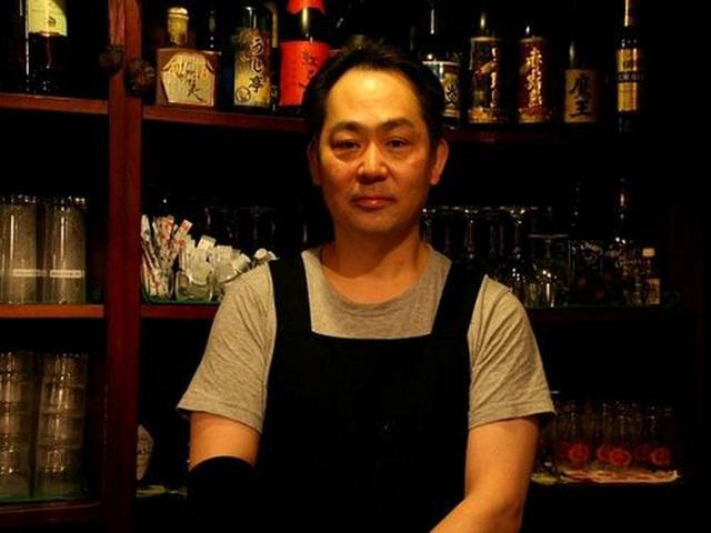 画像: ご主人の小田島竜さんは2代目。お父様が鉄板焼き店を始めて、1年後に洋風居酒屋に。その後、多国籍料理的な飲食店になったとか。