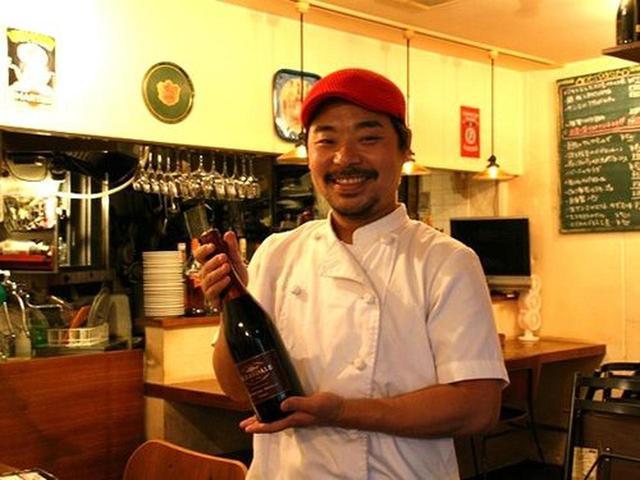 画像: マスターの三浦裕介さんも一緒になってワインを飲んでいる、そんなお店なのです!