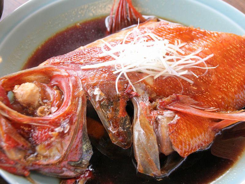 画像: 「きんめ煮付け定食」はダイナミックさも素敵ですね!きんめは小田原とか伊豆あたりで採れるそう。