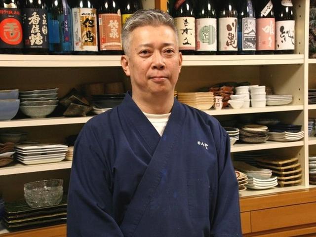 画像: ご主人は芳賀明人さん。こちらはご実家で、もともとお母さまがお土産店をなさっていた場所を改装したのだとか。