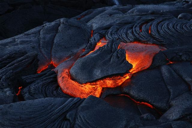 画像: 「キラウエア火山のトロトロ溶岩は見る価値がある」(30代男性)