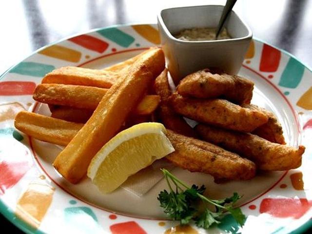 画像: 「フィッシュ&チップス」。魚は鯛、タルタルソースは自家製。