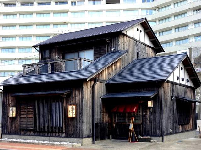 画像: 居酒屋探訪家の太田和彦氏が、東京・月島の「岸田屋」、大阪・天王寺の「明治屋」とともに日本三大居酒屋のひとつと言うお店。