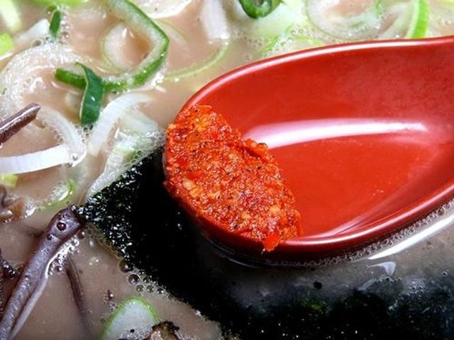 画像: しばらく食べ進んだら、レンゲの辛味噌を溶かせば、辛味が加わってまた美味しく、味の変化も楽しめます。