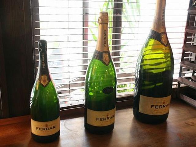 画像: ワインは常時30~40種類。殆どがイタリアワインですが、シャンパンも。