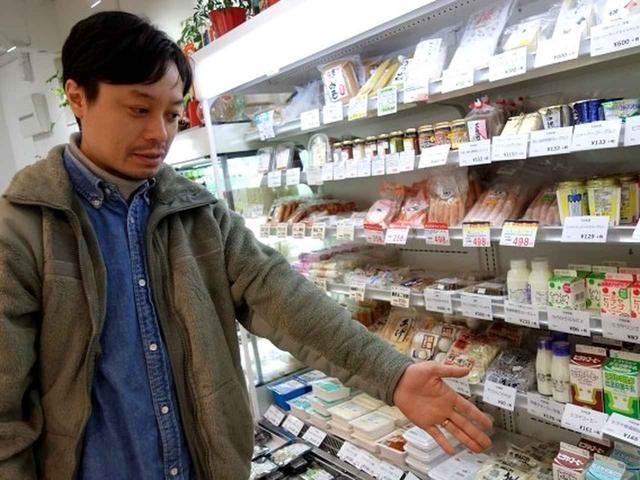 画像: 現在の社長さんは4代目の和田一文さん。もともとはお豆腐やさんで、「明治35年にはすでにお店があったみたい」とのこと。