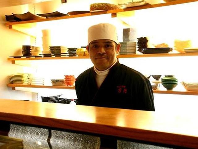 画像: ご主人は坂東貴文さん。素敵な器にも目を瞠ります。有田焼が多いみたい。店内も純然たる日本料理店の趣きです。