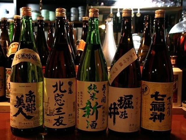 画像: 岩手の日本酒がずらり。南部美人、北窓三友、あさ開、堀乃井、七福神。1合600円(七福神のみ700円)と、リーズナブルです。