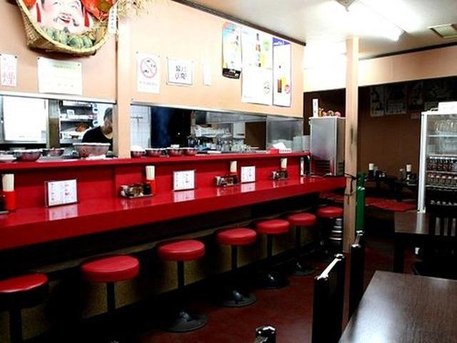 画像: お店がオープンする18時になった瞬間に、満席に!