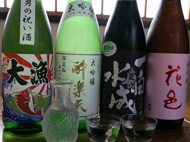 画像: 地酒も20種類以上揃っています。 その中から、花邑、一白水成 愛山、酔楽天、大漁(白瀑)。