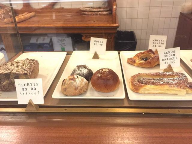 画像: 人気のパンは早々に売り切れてしまうので午前中に足を運びたい