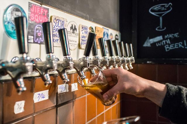 画像: ビールは人と人とをつなげてくれる。おすすめのバーとパブ