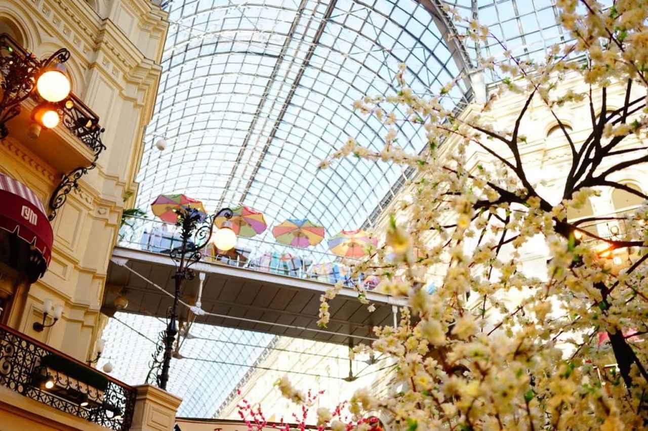 画像: グム百貨店。ガラス張りの屋根が特徴的