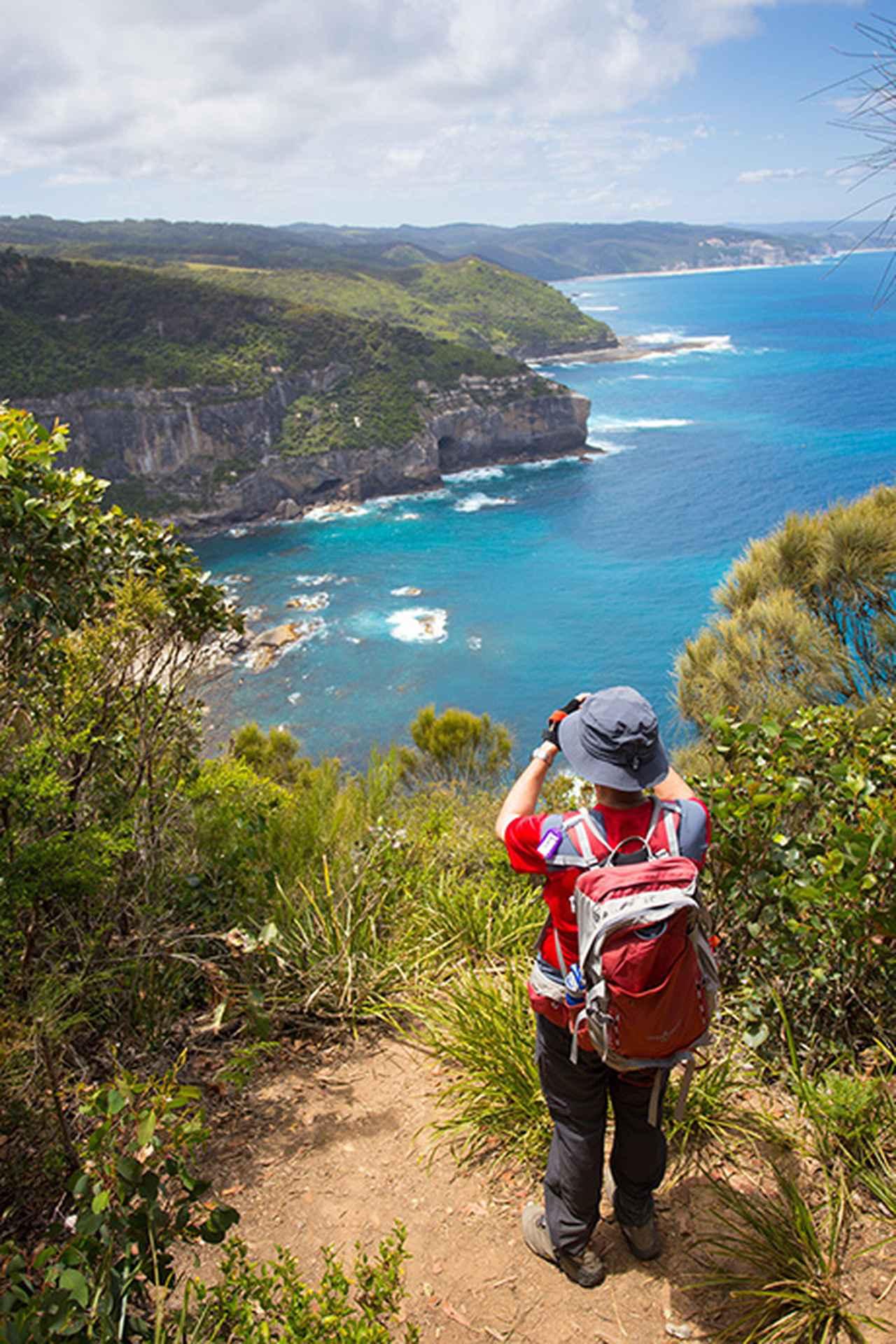 画像: 美しい海を眺めながらウォーキング © Australian Walking Company