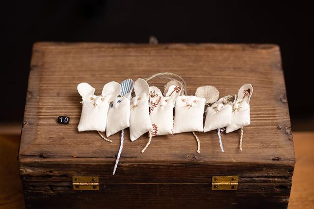 画像: マッティの妹、手工芸作家カイサの作品も販売している