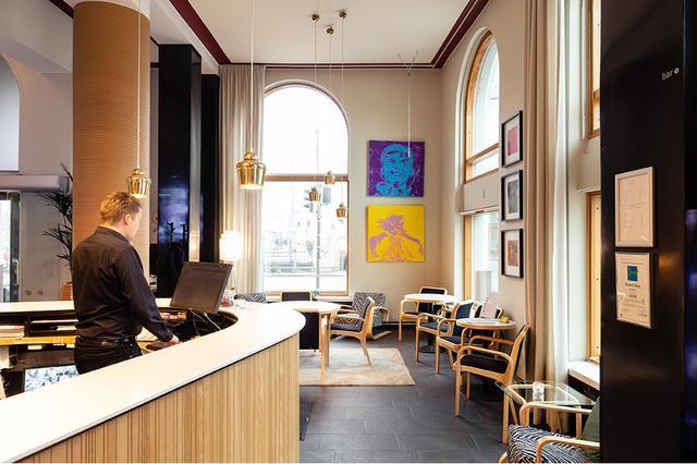 画像: ロビースペースはコーヒー一杯でくつろぐにも心地良い空間