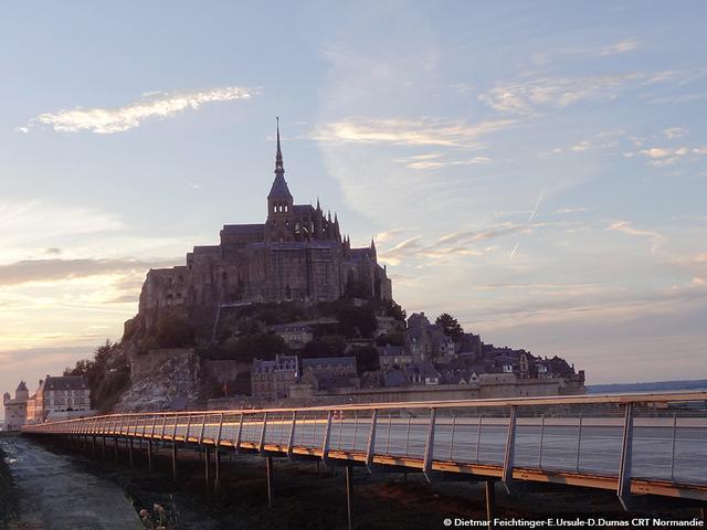 """画像1: """"西洋の驚異""""と称される孤高の寺院へ。"""