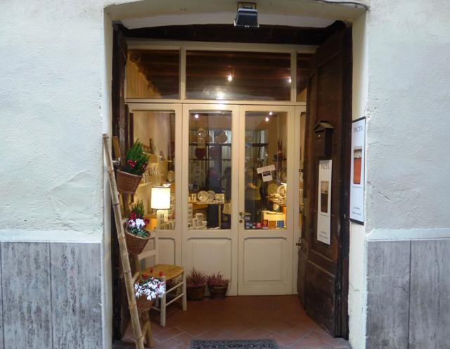 画像: 帽子屋通りにひっそりと佇むピクタの入り口