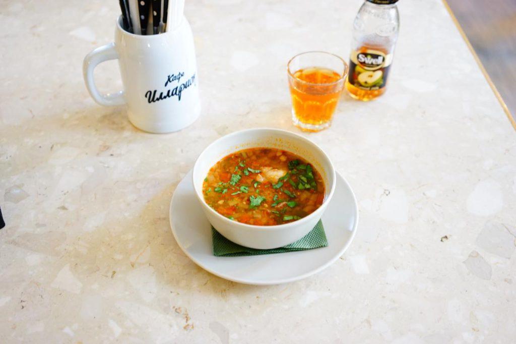 画像: グルジア料理を提供するカフェ・イルラリオンの「ハルチョー(酸味の効いた牛肉のスープ)」