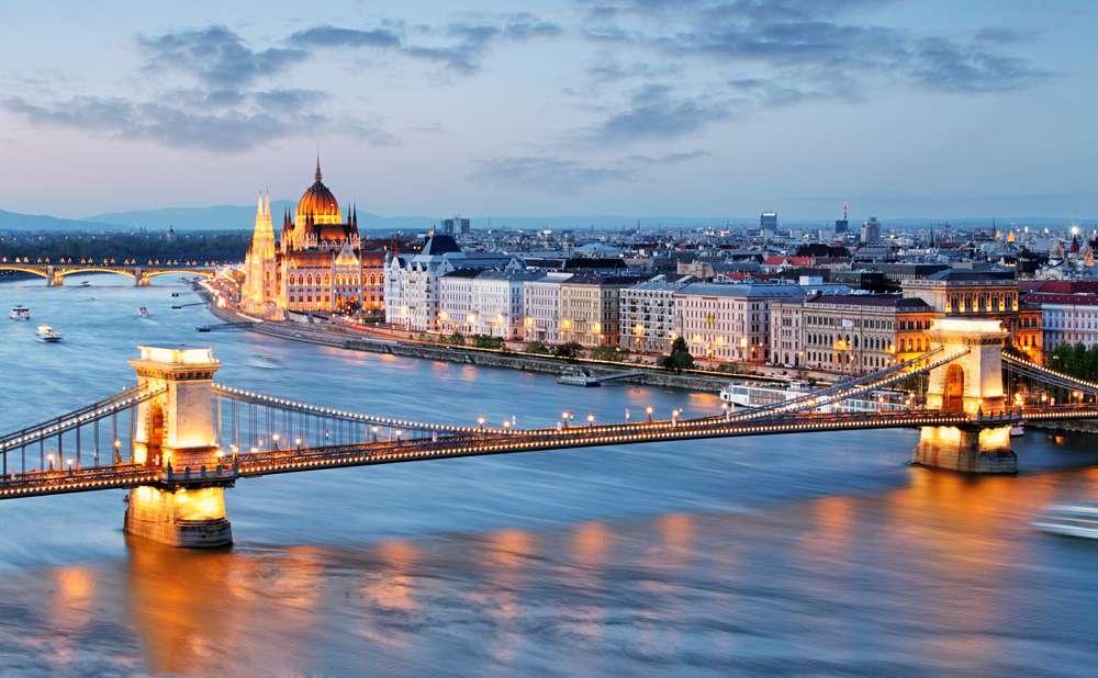 画像: 「ドナウの真珠」とも呼ばれるハンガリーの首都ブダペスト