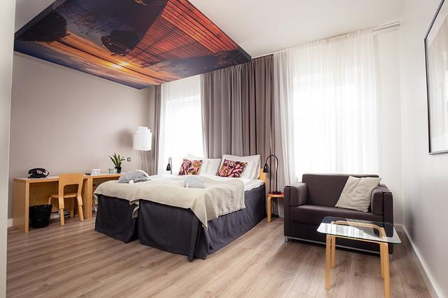 画像: 全部屋の天井に飾られたフィンランドの風景写真も魅力的