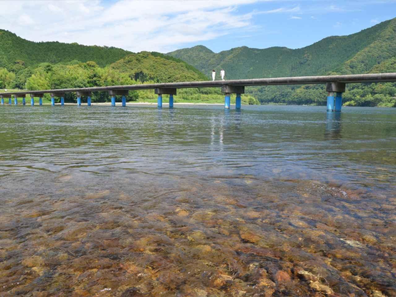 画像: 16:20 四万十川の代表的な風景、佐田沈下橋で写真撮影