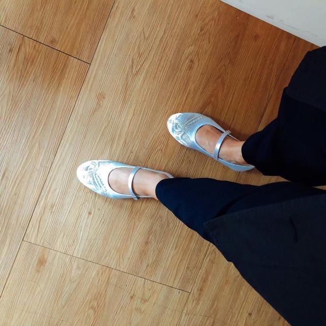 画像4: 好みの一足を宝の山から探し出す。「手工繍花鞋」で女性へのギフトを見つけよう