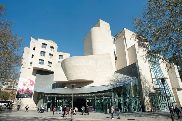 画像: Cinémathèque Française(シネマテーク・フランセーズ)© Paris Tourist Office - Photographe : Daniel Thierry - Architecte : Frank Gehry