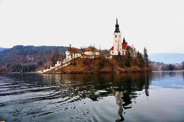 画像1: スロベニアの首都・リュブリャナから「ブレッド湖」へ