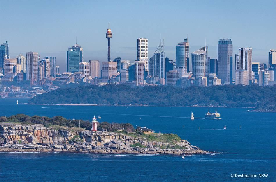 画像: フェアファックス ルックアウトからの眺め。奥にはシドニーのビル群が広がる